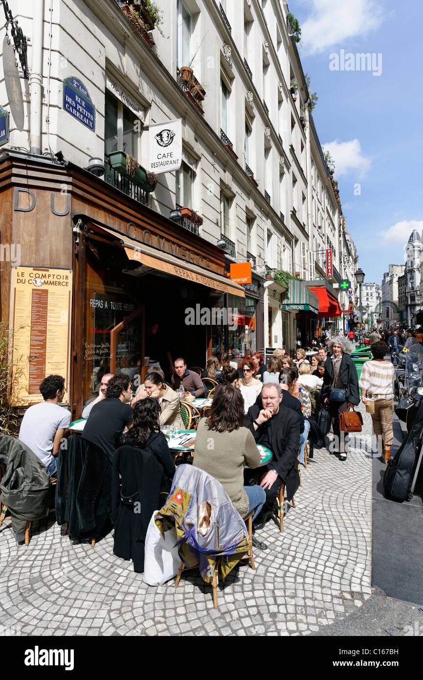 Street cafe, shops, Rue des Petits Carreaux, 2. Arrondissement, city centre, Paris, France, Europe - Stock Image