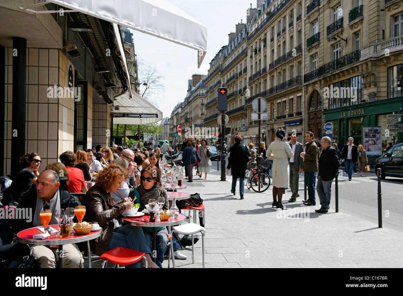 Street cafe, shops, Rue Montorgueil, 2. Arrondissement, city centre, Paris, France, Europe - Stock Image