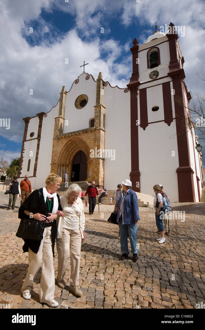 Tourists at Sé Cathedral of Silves in the Algarve, Portugal - Stock Image
