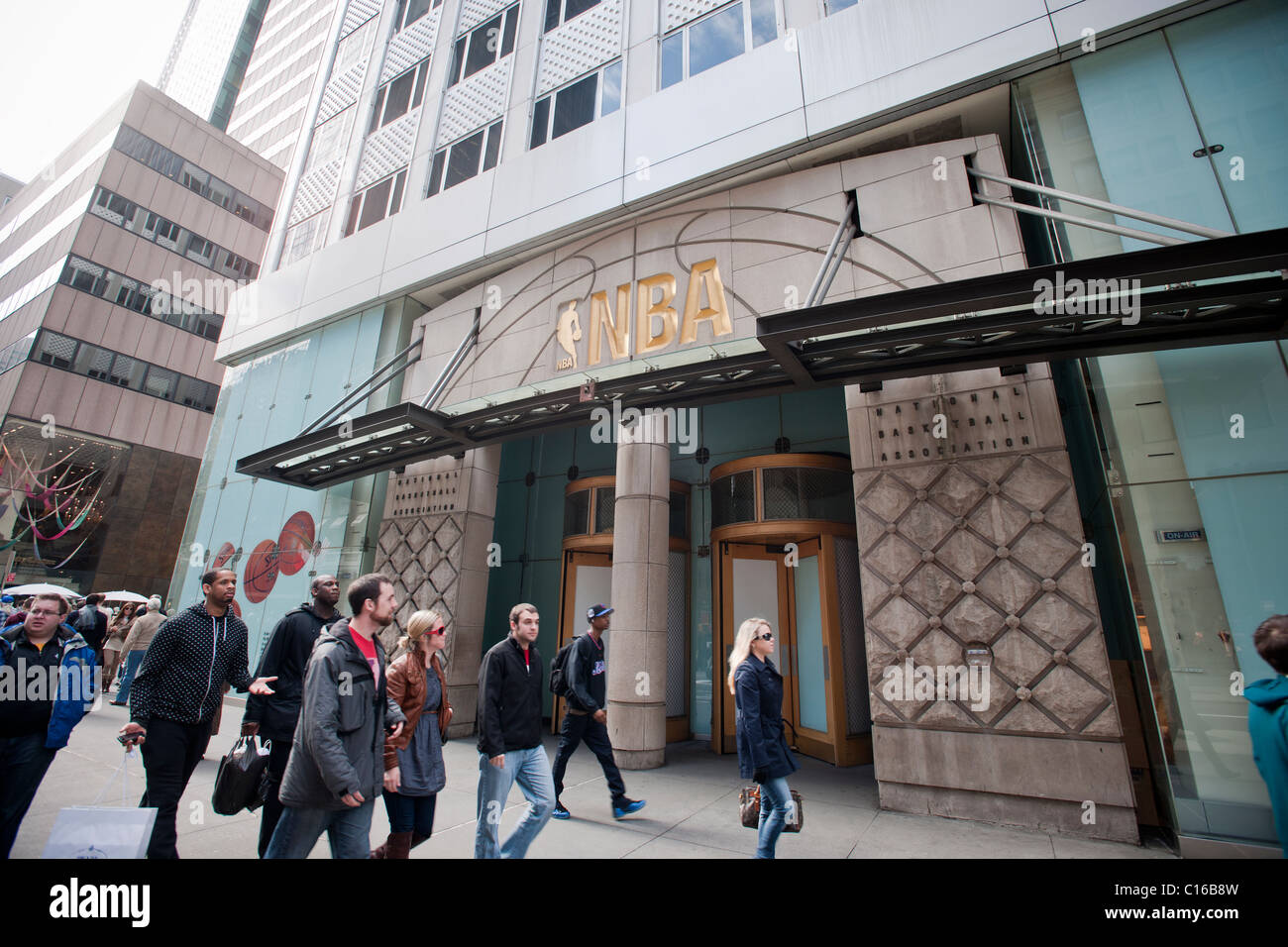 d287d872dbb2 The closed NBA store on Fifth Ave. in Manhattan in New York - Stock Image