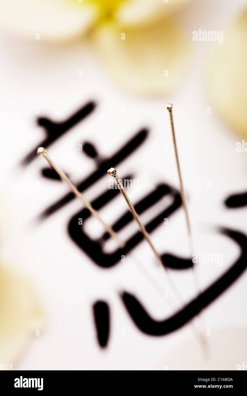 Acupuncture needles with chinese writing - Stock Image