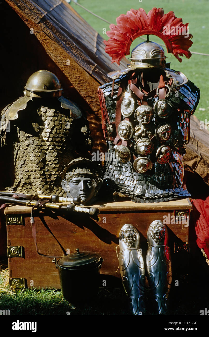 Recreated roman armaments, helmet, chain mail shirt, leg guards, laid out on a wooden chest, roman convention at - Stock Image