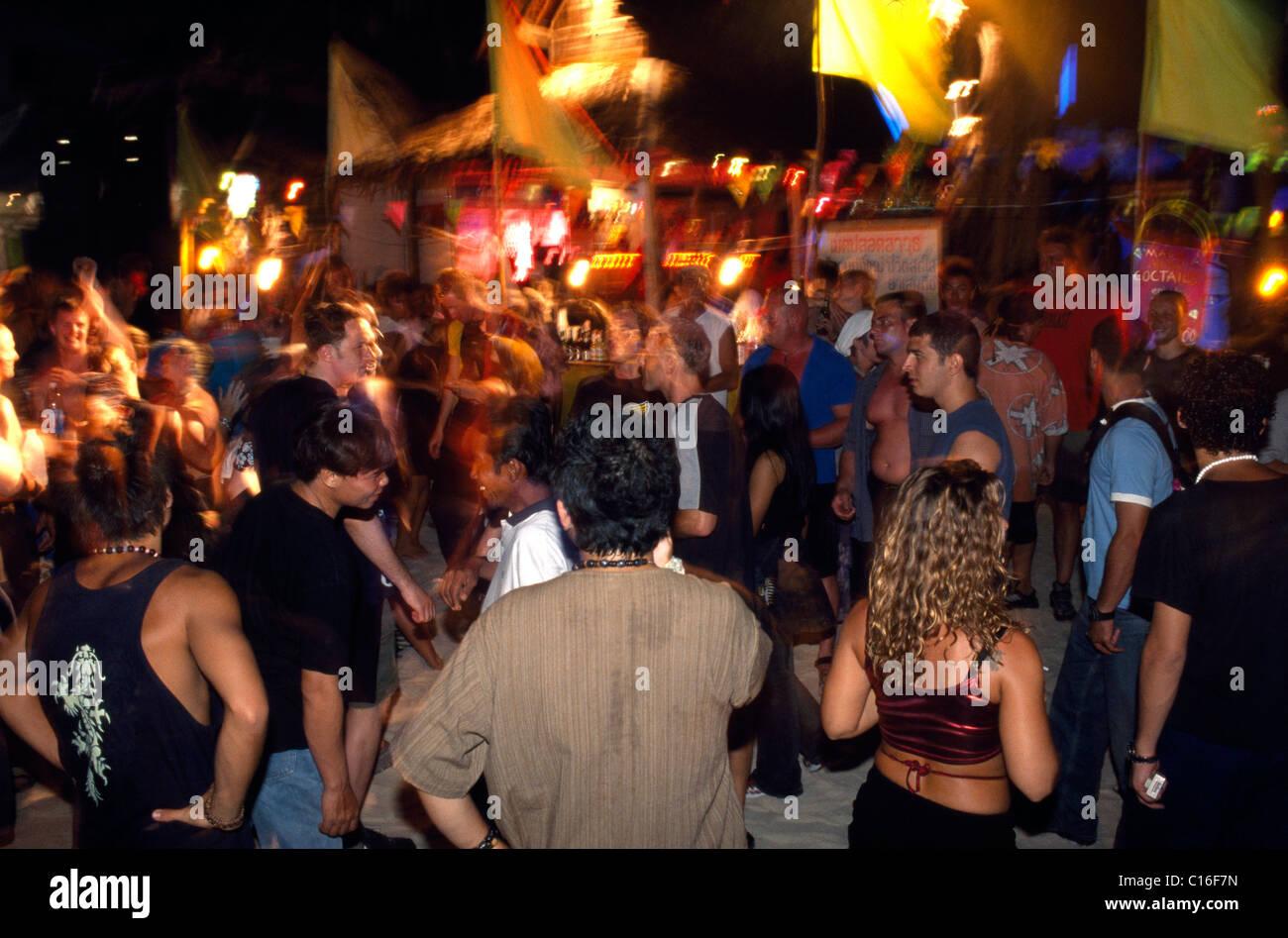 People dancing at the Full Moon Party, Ko Phangan, Thailand, Asia - Stock Image
