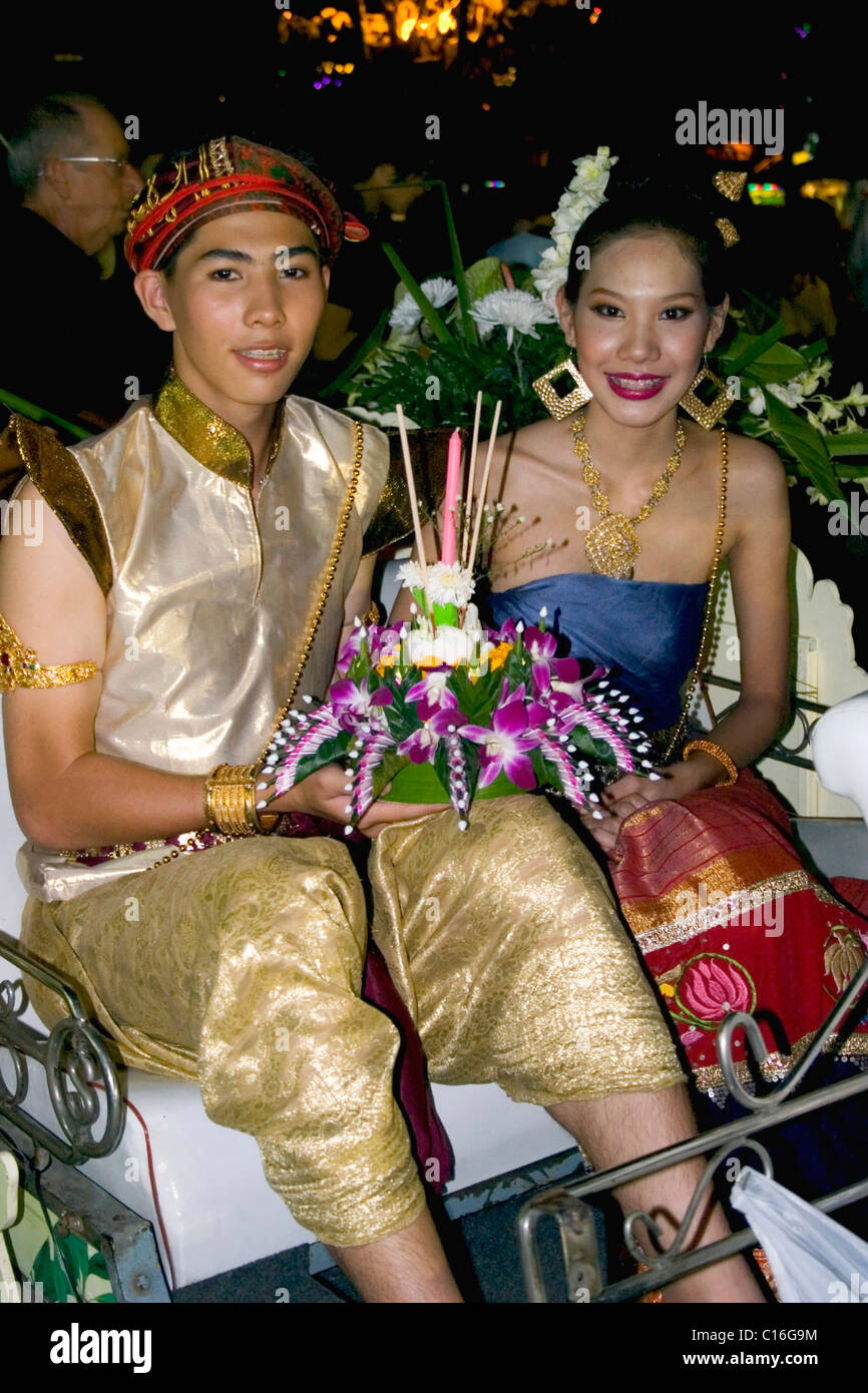 flash-biz-thai-girl-riding-boy