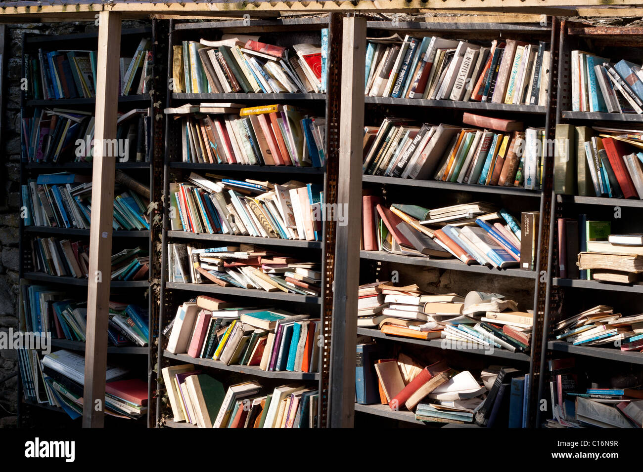 Second-hand books for sale in sun at Hay on Wye, Herefordshire in Winter - Stock Image
