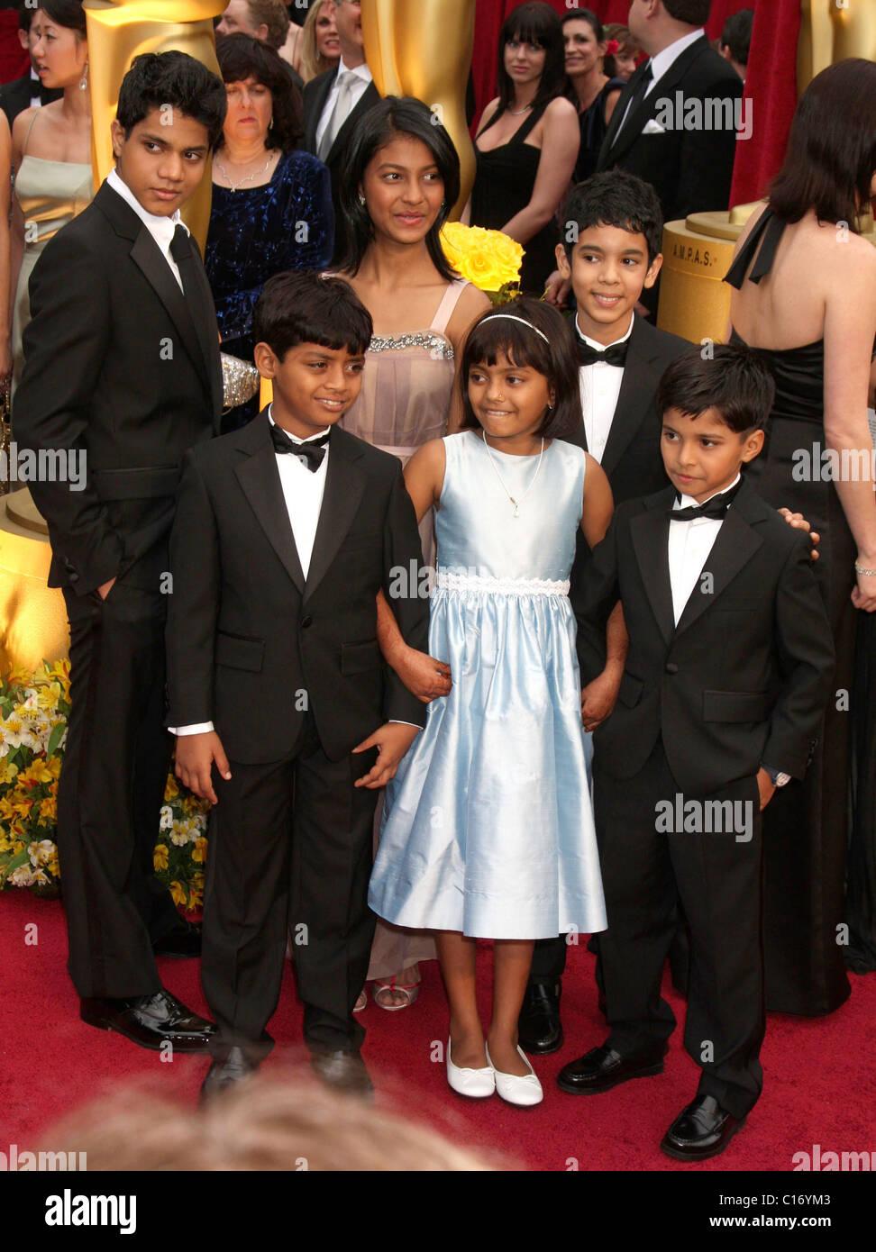 Cast of Slumdog Millionaire child actors Tanvi Ganesh (C, back row), Mohammed Azharuddin Ismail (L front), Rubina Ali Qweshi Stock Photo