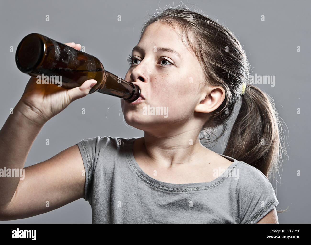 Drinking As Kids Photo 10 Drinking Underage 35200814 Young - Stock Alamy Binge