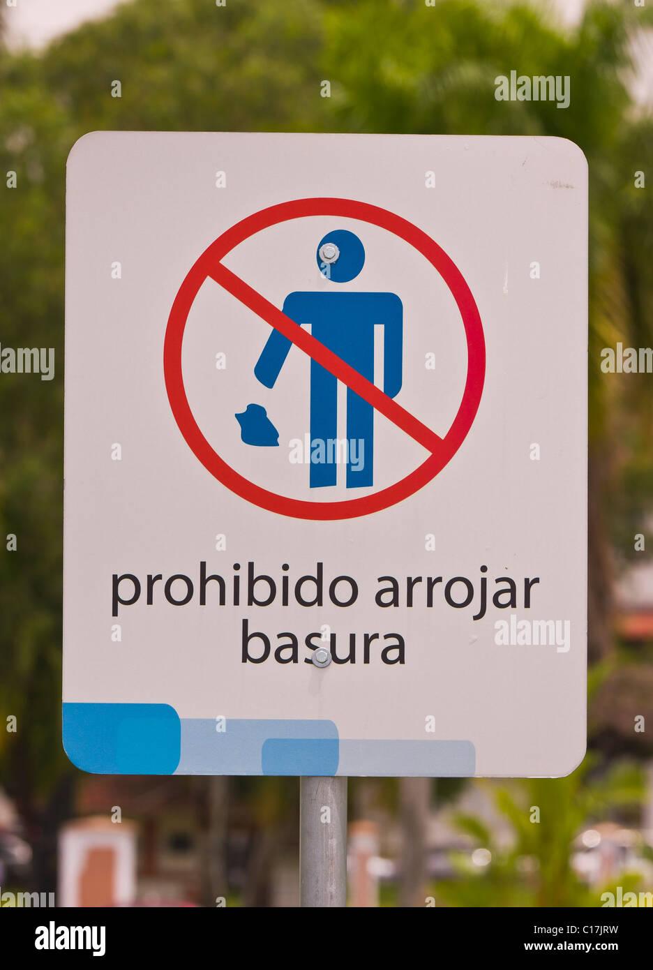 PANAMA CITY, PANAMA - Anti littering sign. - Stock Image
