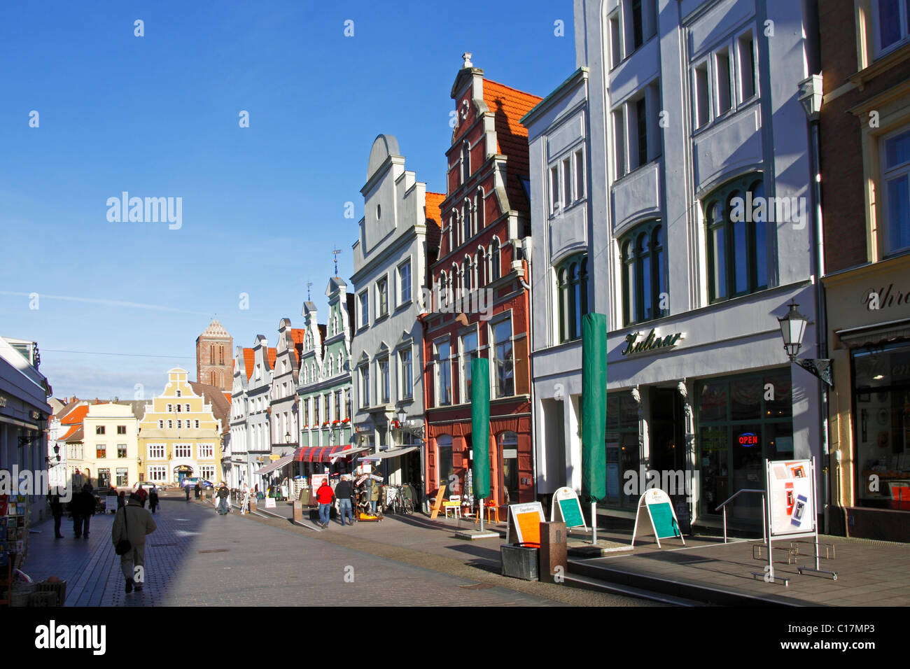 Historic town houses, Kraemerstrasse in the Old Town of Wismar, UNESCO World Heritage Site, Mecklenburg-Western - Stock Image