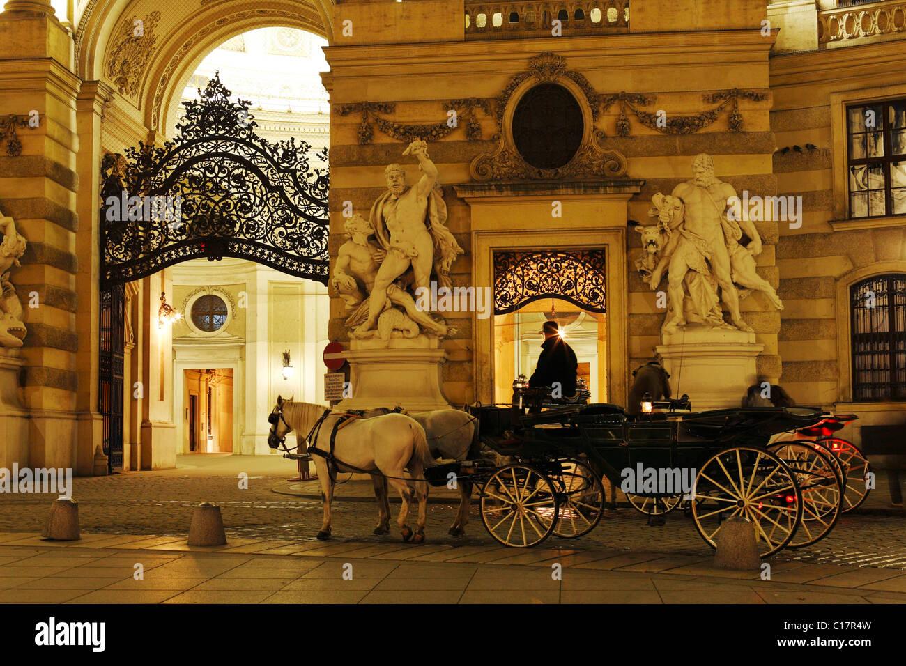 Hackney carriage, fiaker, outside the Hofburg on Michaelerplatz, Hofburg Imperial Palace, Vienna, Austria, Europe - Stock Image