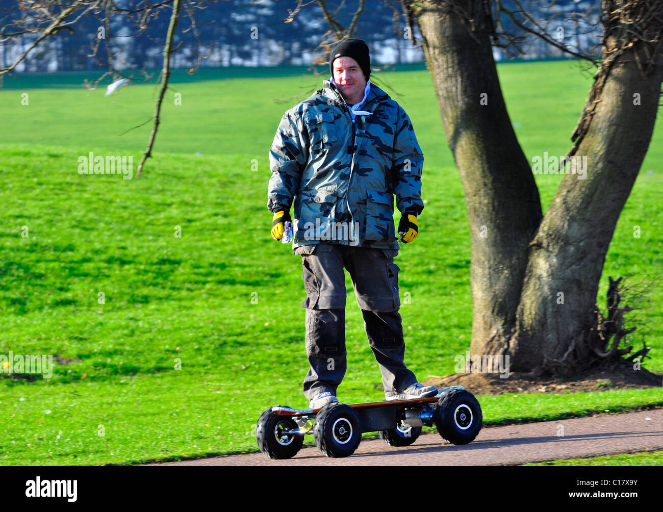 Man riding electric skate board - Stock Image
