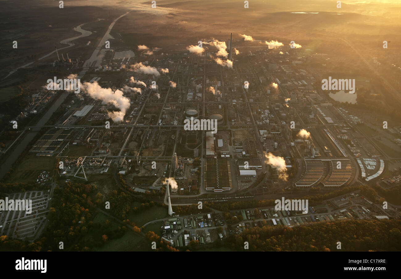 Aerial photograph, early morning fog, at sunsrise, billows of smoke, fumes, Degussa, EVONIK, chemical works, Chemiepark - Stock Image
