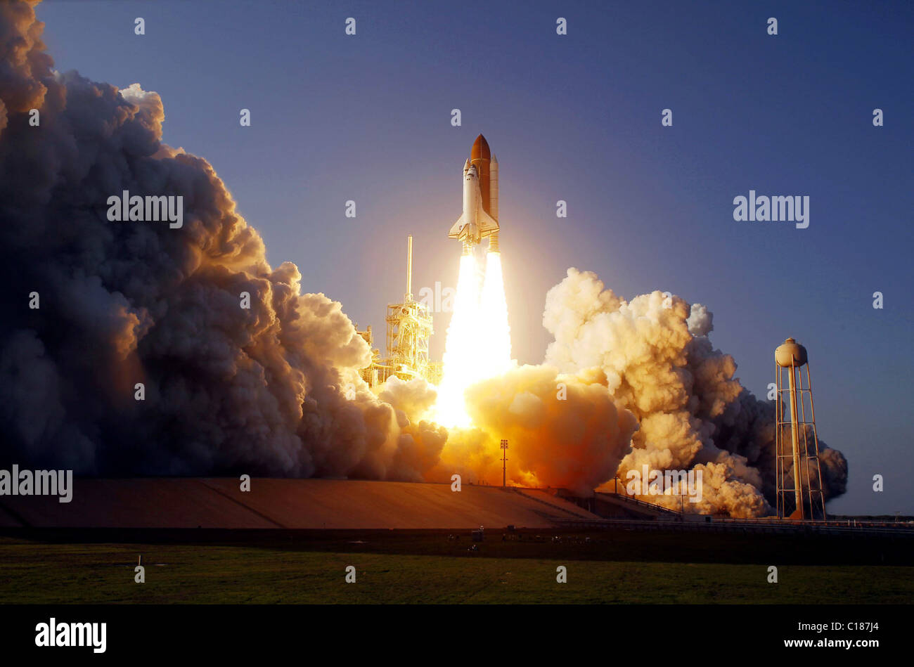 Space Shuttle Discovery, Launch of the STS-133 mission - Stock Image