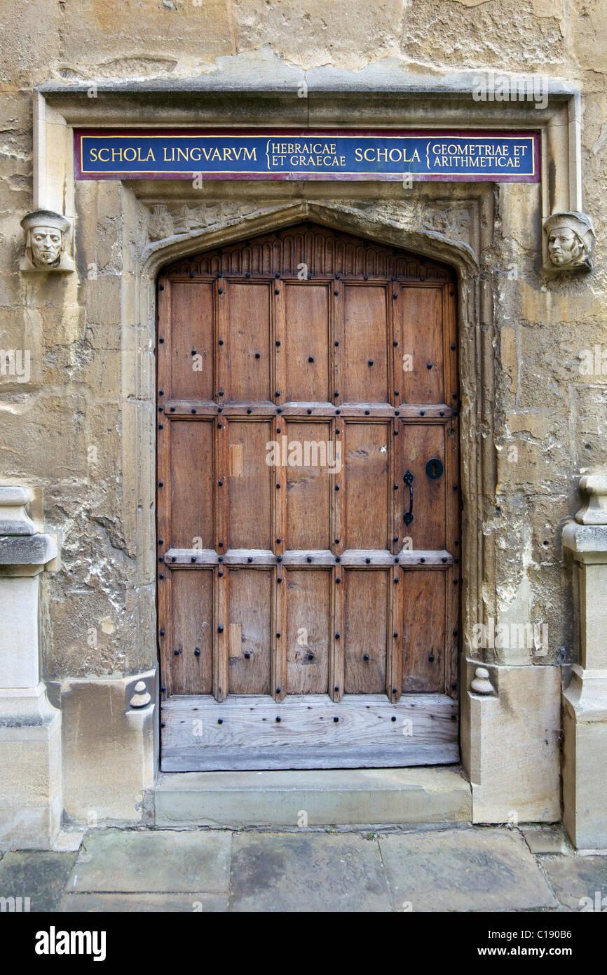 Doorway to Schola Linguarum Hebraicae et Graecae, Schola Geometriae et Arithmeticae, Schools Quadrangle, Bodleian - Stock Image