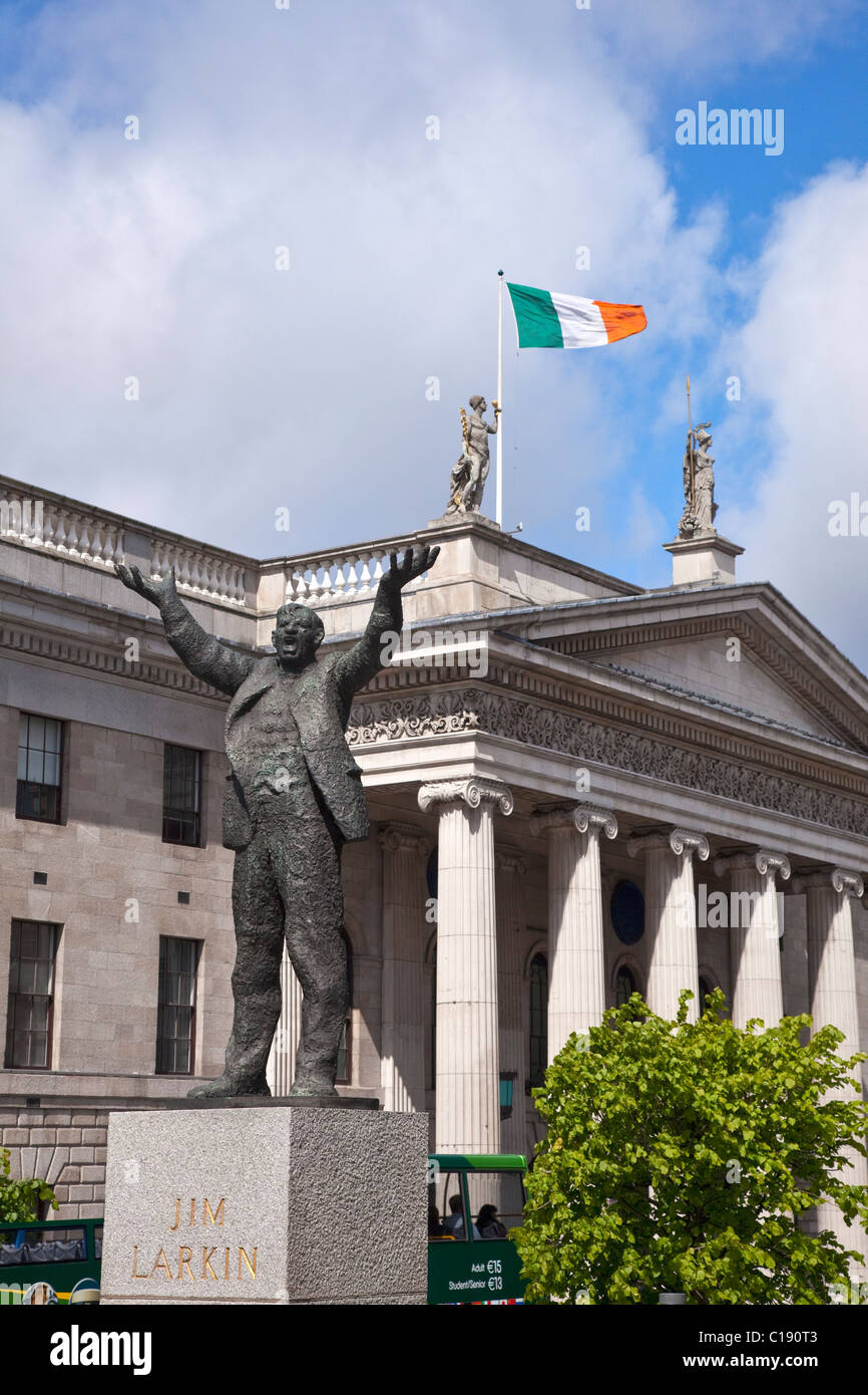 Sculpture of Jim Larkin Monument and Main Post Office O'Connell St Street City Centre Dublin Ireland Eire Irish - Stock Image