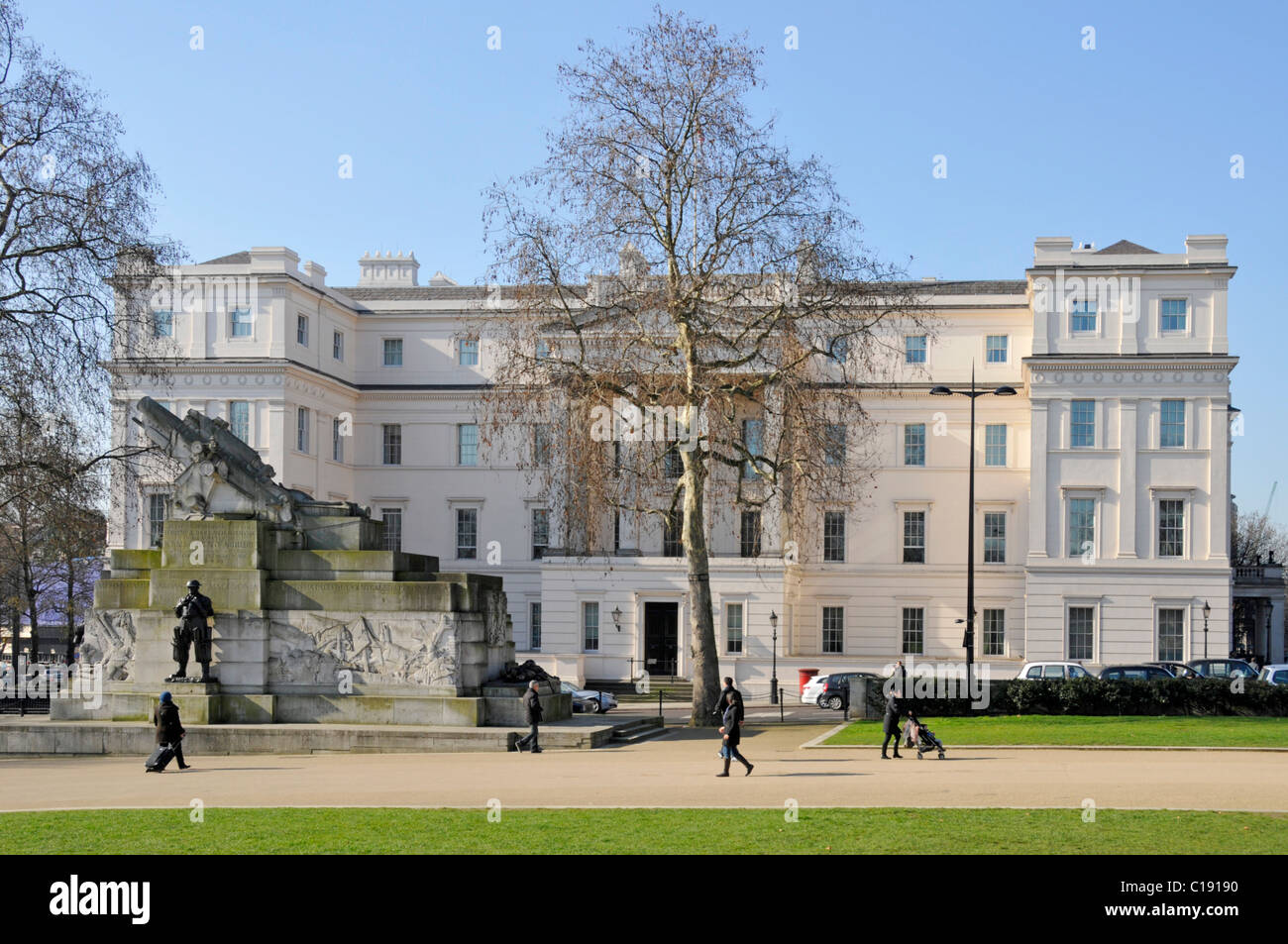 Exterior Neoclassical  Lanesborough Hotel 5 stars expensive luxury hotel with Royal Artillery war memorial winter - Stock Image