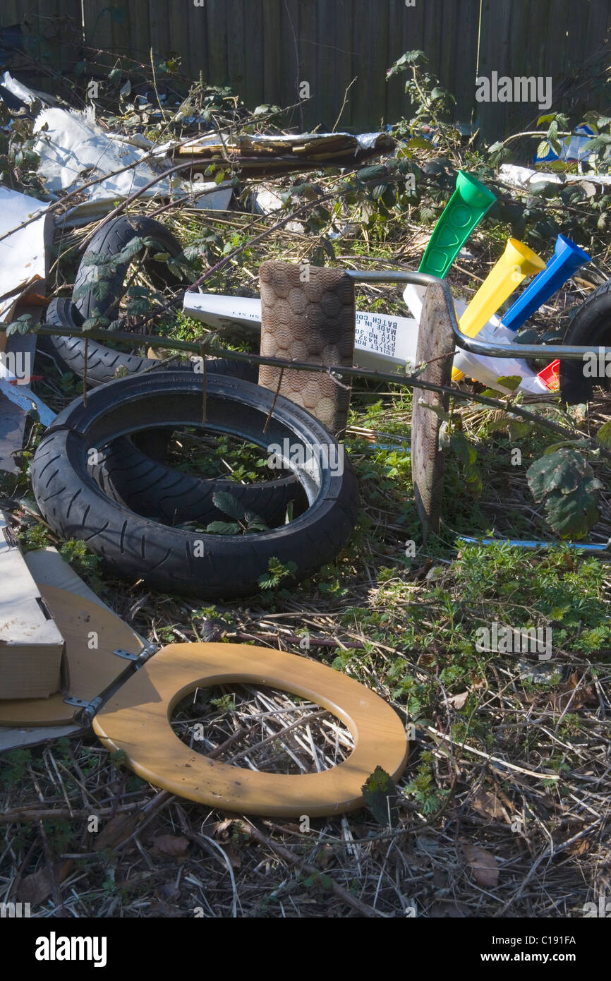 fly tipping in new addington surrey - Stock Image