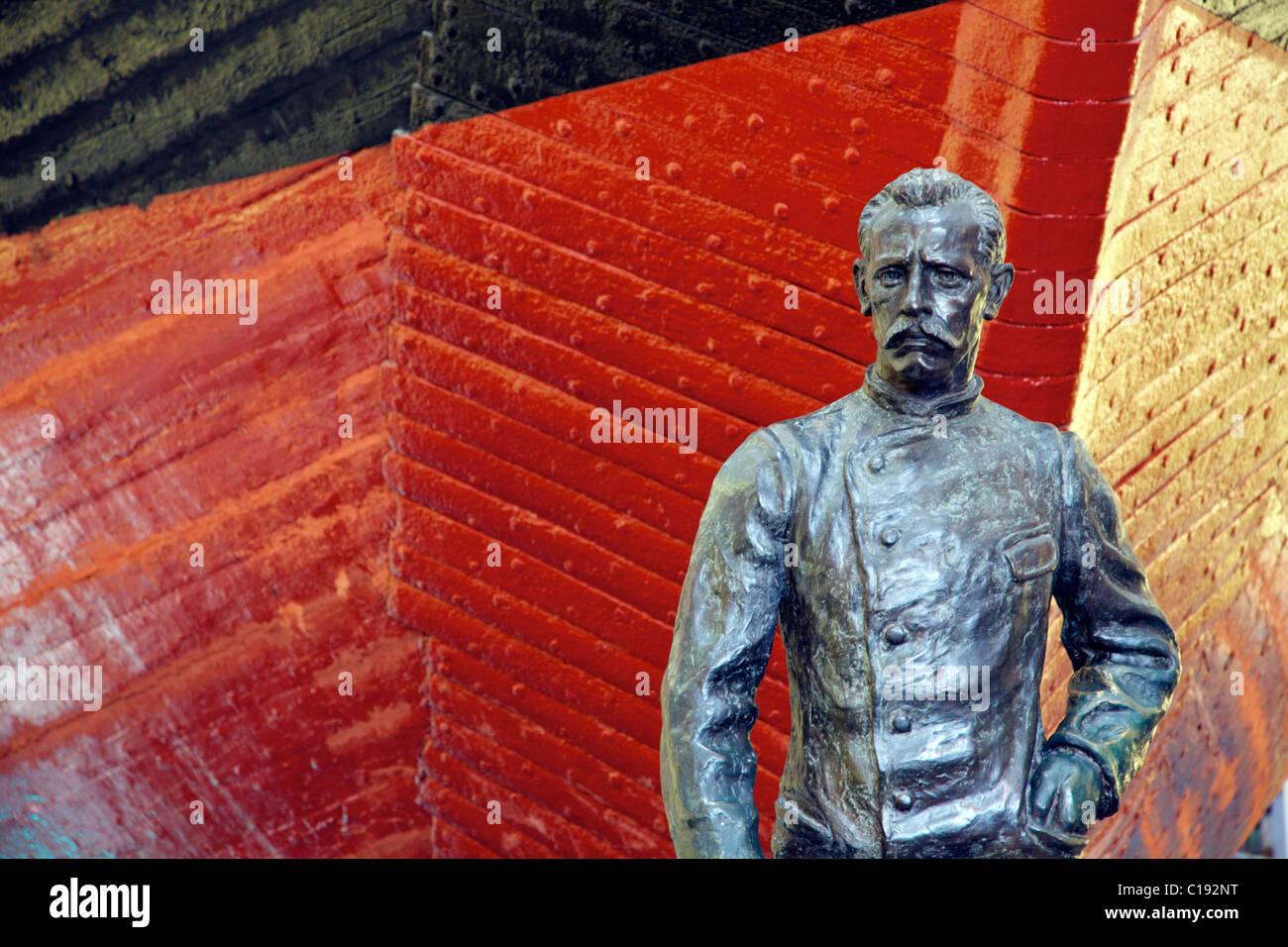 Roald Amundsen bronze statue in front of polar expedition vessel, Fram, Frammuseet Museum, Bygdoy, Oslo, Norway, Stock Photo