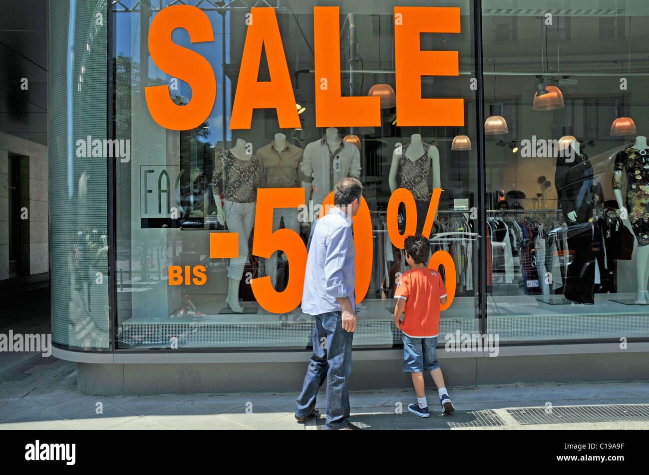 Sale sign on clothing shop window display, Frankfurt, Hesse, Germany, Europe - Stock Image