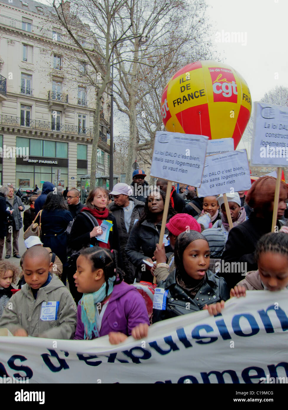 Paris, France, Crowd African Migrant Families, NGO, Demonstration Protesting Forced Housing Expulsions, Children - Stock Image