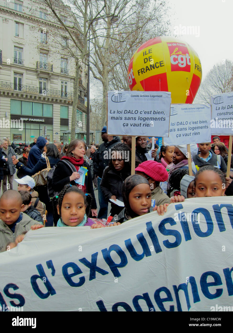 Paris, France, Crowd of African Migrants, French NGO, Street Demonstration, Protests Against Forced Housing Expulsions, - Stock Image