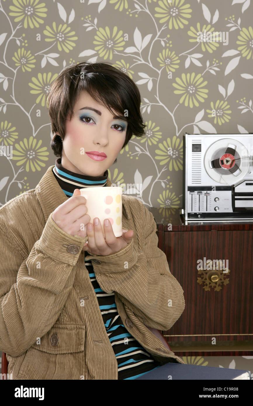 Coffee Cup Drinking Retro Fashion 60s Woman Vintage Wallpaper