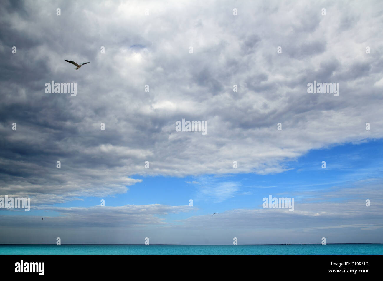 Cloudy dramatic sky in caribbean turquoise sea ocean - Stock Image