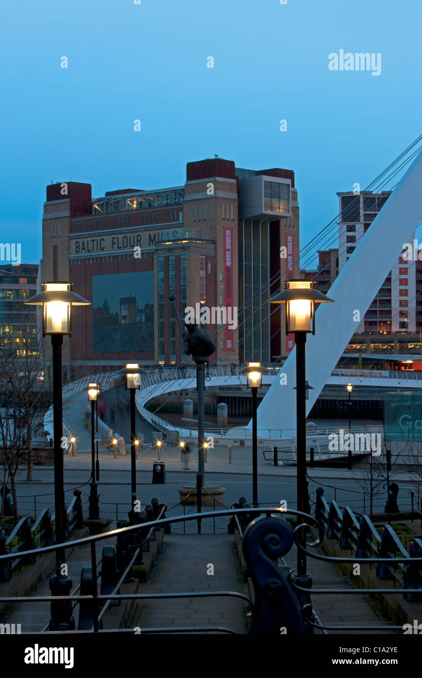 A dusk view of the BALTIC Centre for Contemporary Arts on Newcastle Gateshead Quayside and Gateshead Millennium Stock Photo