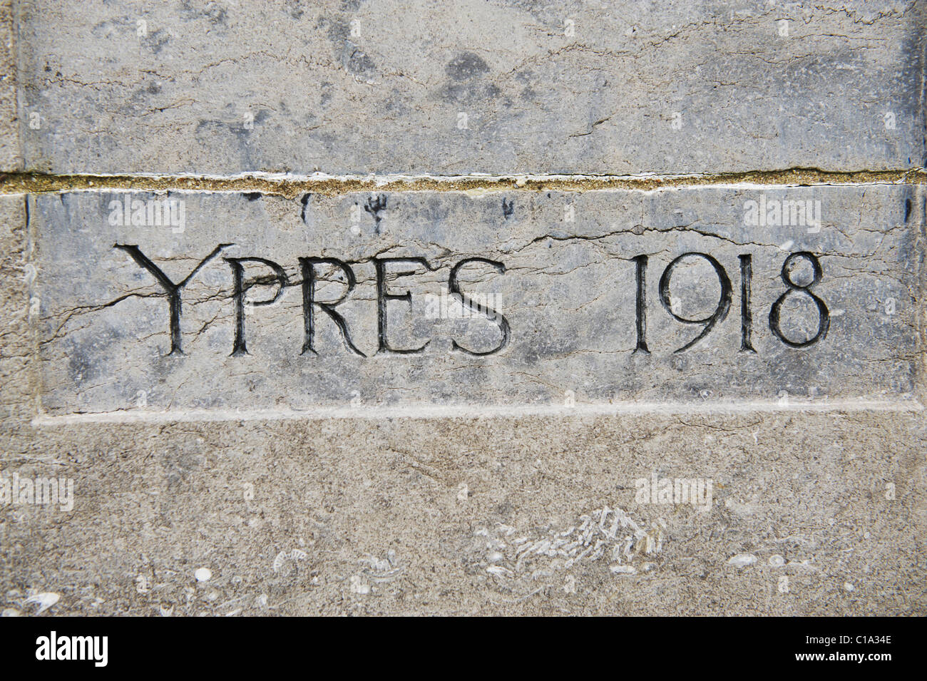 Ypres, 1918 WW1 grave stone at Tyne Cot War Cemetery - Stock Image