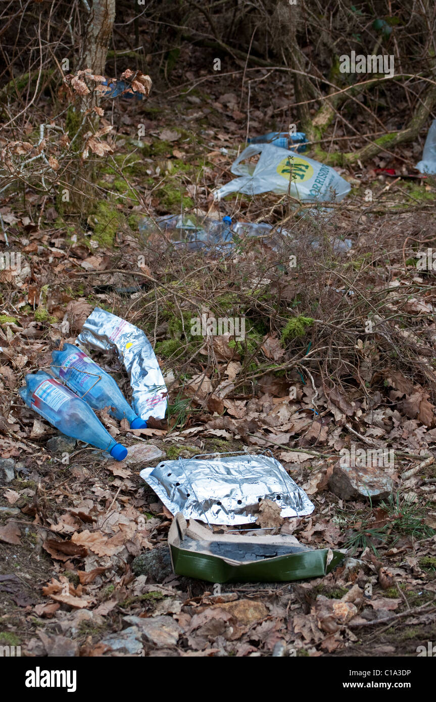 litter left after a picnic in the countryside, uk - Stock Image
