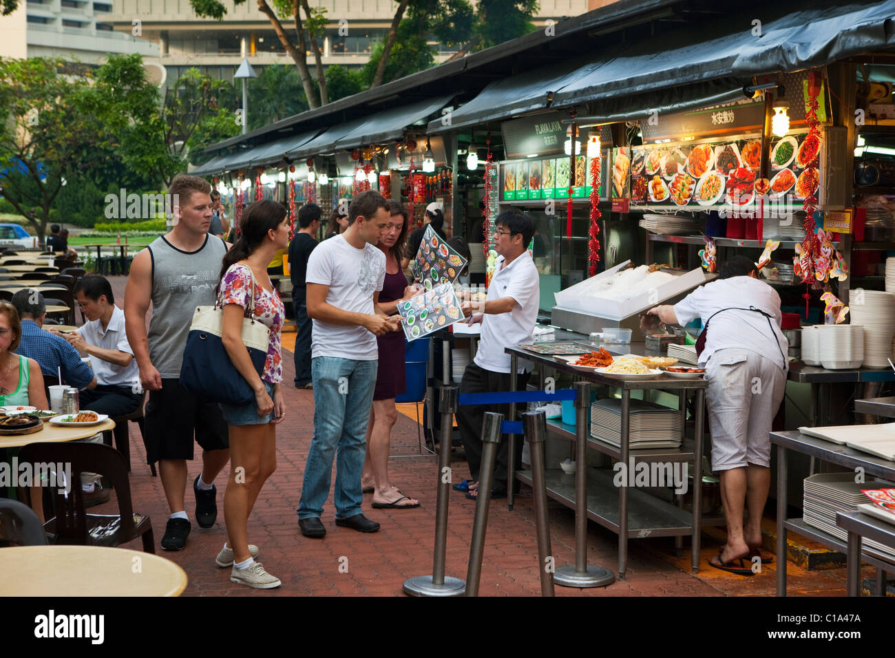 Food stalls at Makansutra Gluttons Bay food court.  Marina Bay, Singapore - Stock Image
