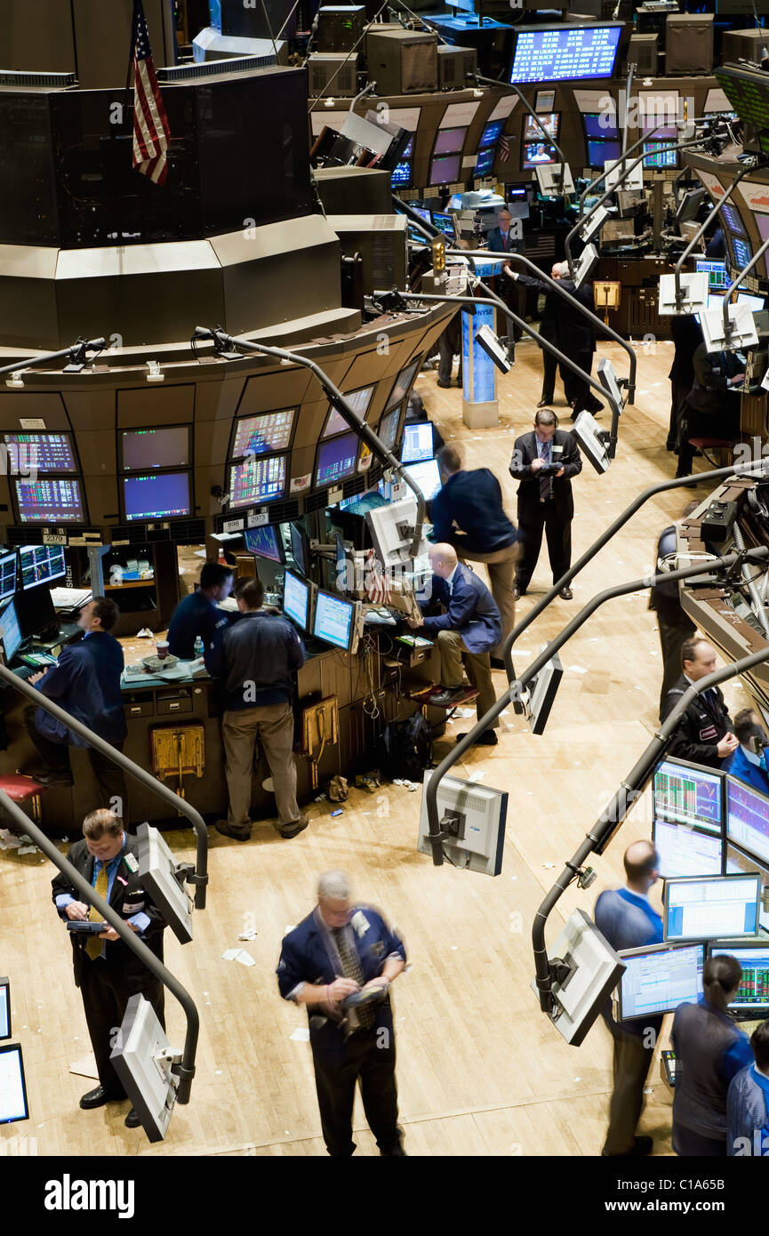 Trading floor personnel on the floor of the New York Stock Exchange. - Stock Image