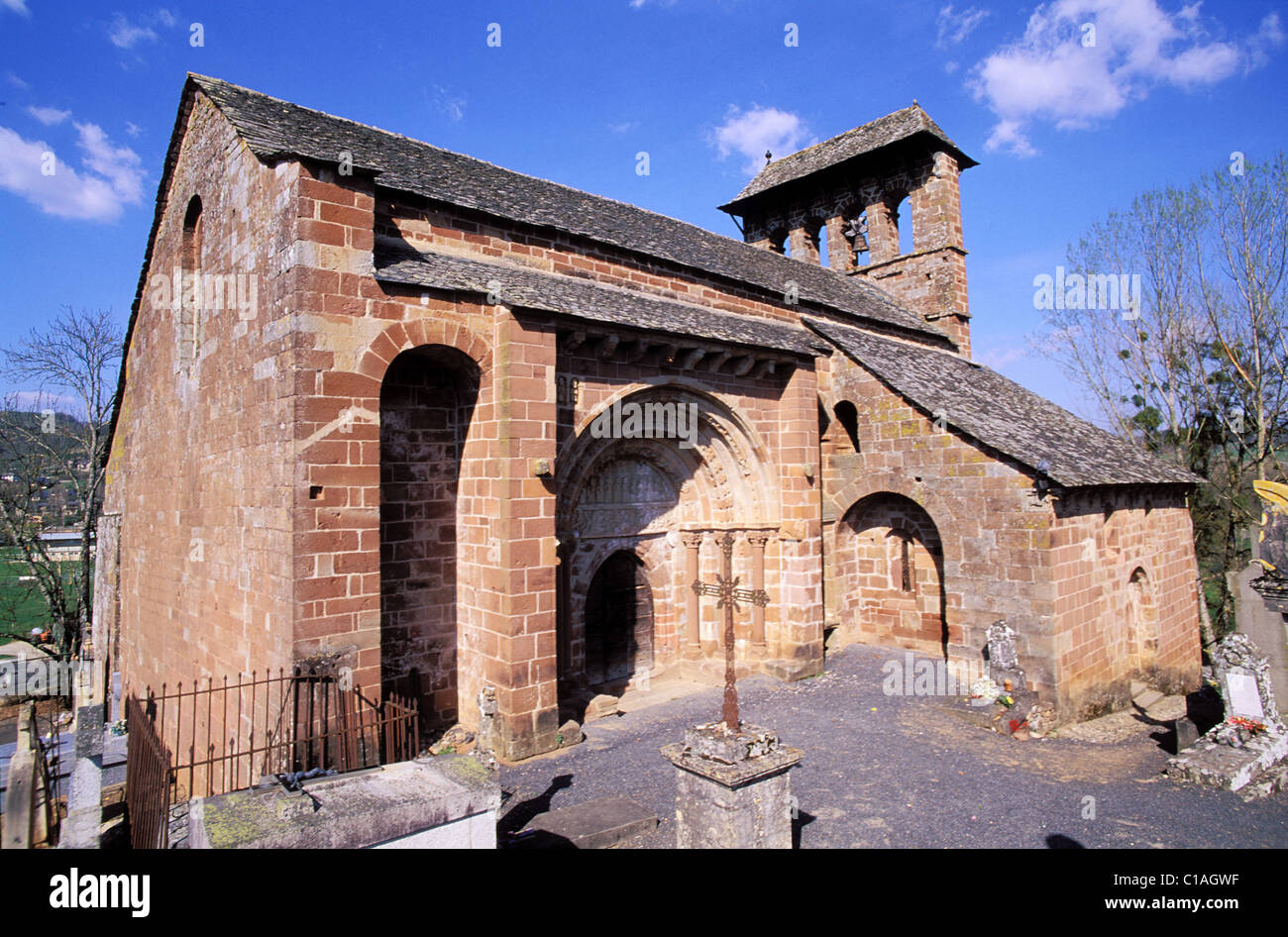 France, Aveyron, Lot valley, an 11th C persian roman church in Espalion - Stock Image