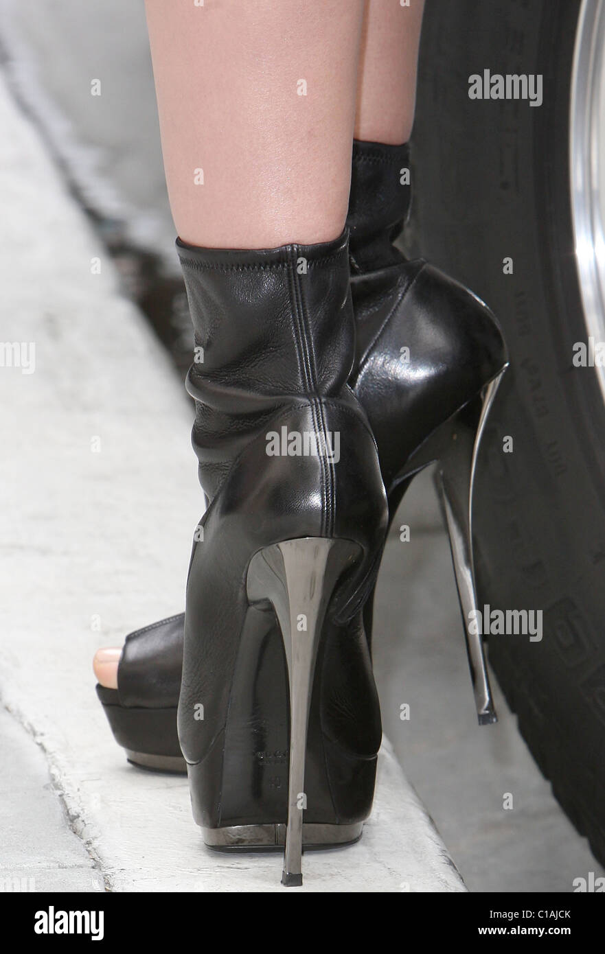 Black Leather Hot Pants Stock Photos Rodeo Ellie In Heidi Klum On The Set Of A Photo Shoot Drive Wearing
