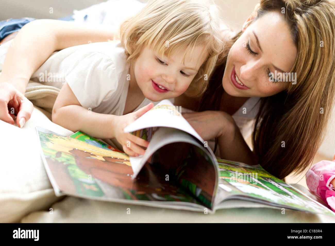 Mother and child reading - Stock Image
