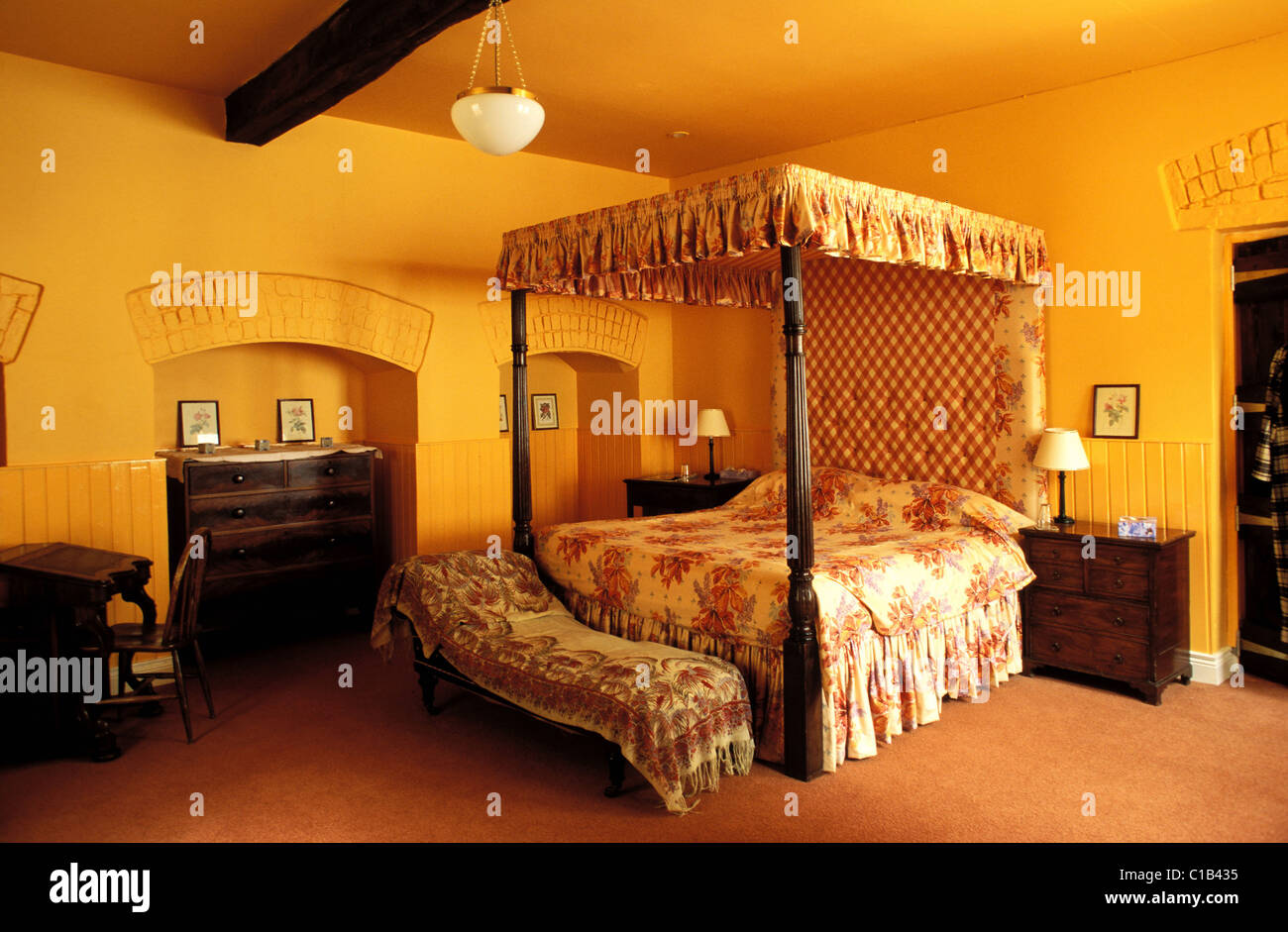 United Kingdom, Ulster, Fermanagh county, charming country manor, Tempo Manor, room with four post bed - Stock Image