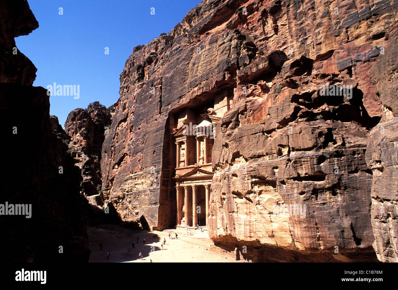 Jordan, Petra, the Khazneh ( the Treasure) at the exit of the Siq Stock Photo