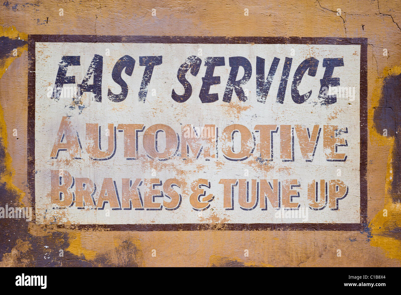 A proclamation of fast service on automotive work in Mountainair, New Mexico. - Stock Image