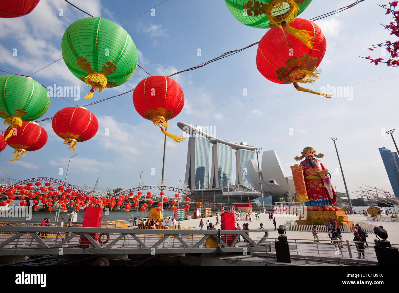 River Hongbao decorations (for Chinese New Year) and the Marina Bay Sands Hotel.  Marina Bay, Singapore Stock Photo