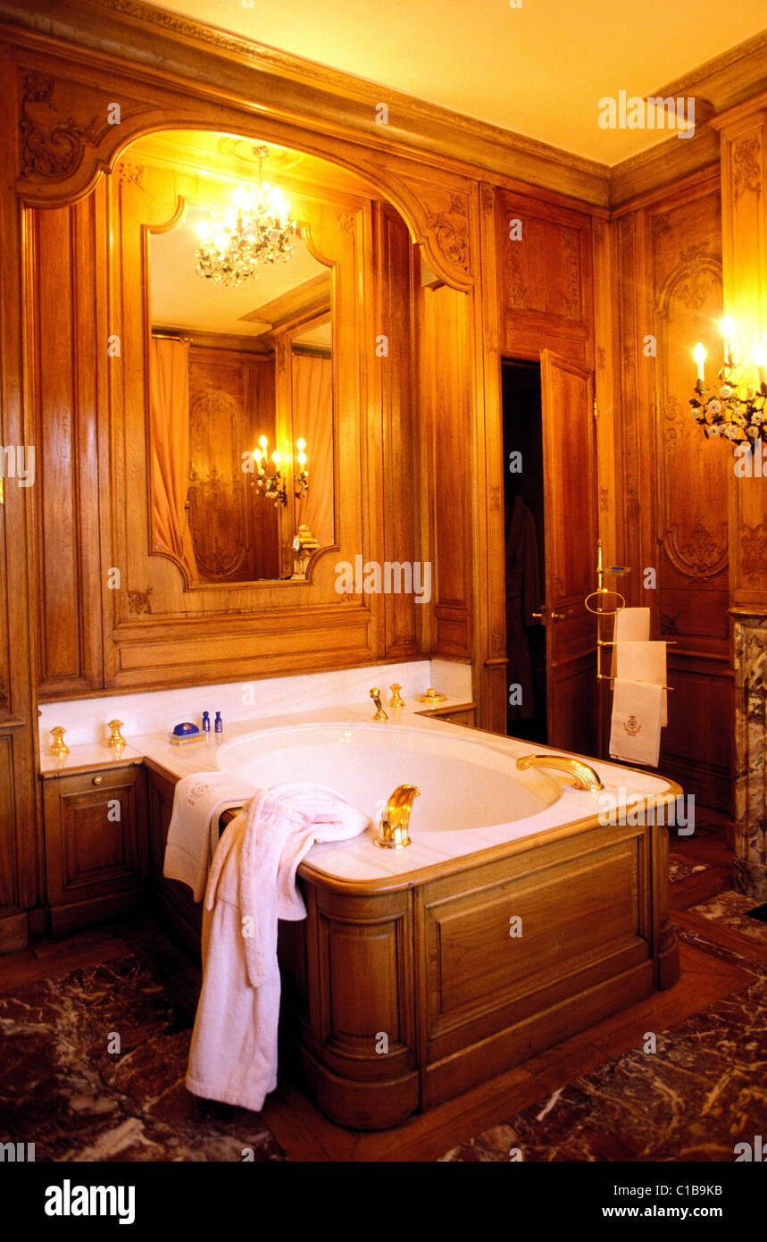 France, Paris, Bathroom Of The Imperial Suite Of The Ritz Hotel (Luxury  Parisian Hotels),