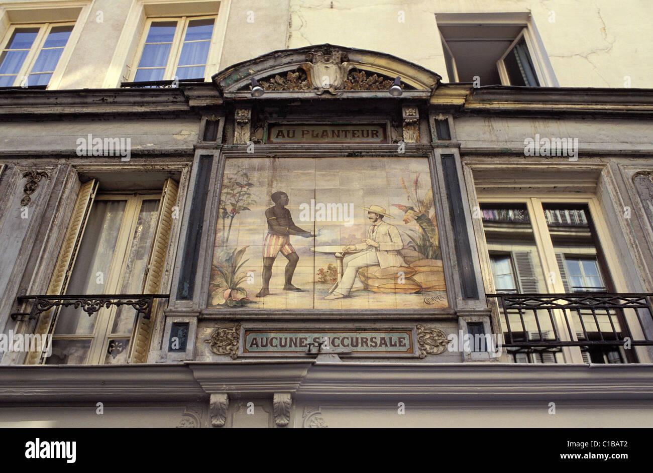 France, Paris, old shop sign Au planteur in the Contrescarpe square - Stock Image