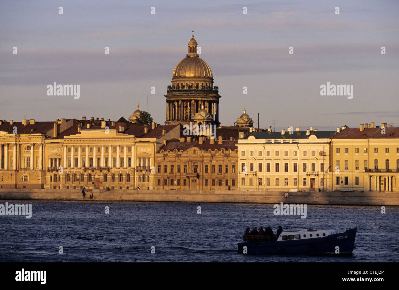 Russia, Saint Petersburg, St-Isaac Cathedral and the Neva river quay during the Nuits Blanches events (Sleepless - Stock Image