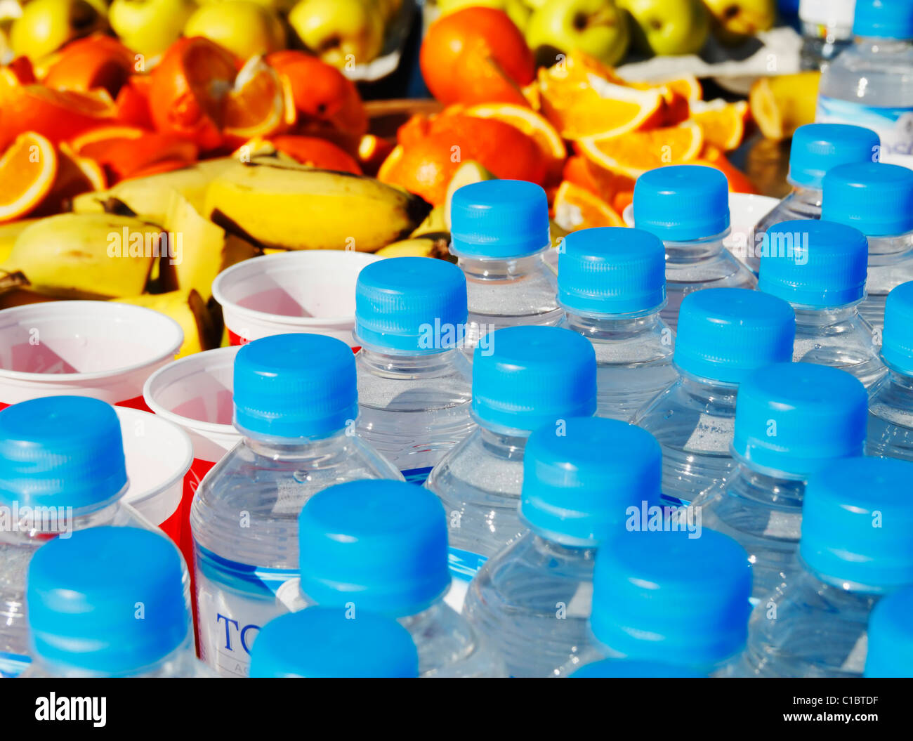 Bottles of water and fruit at city marathon feed station - Stock Image