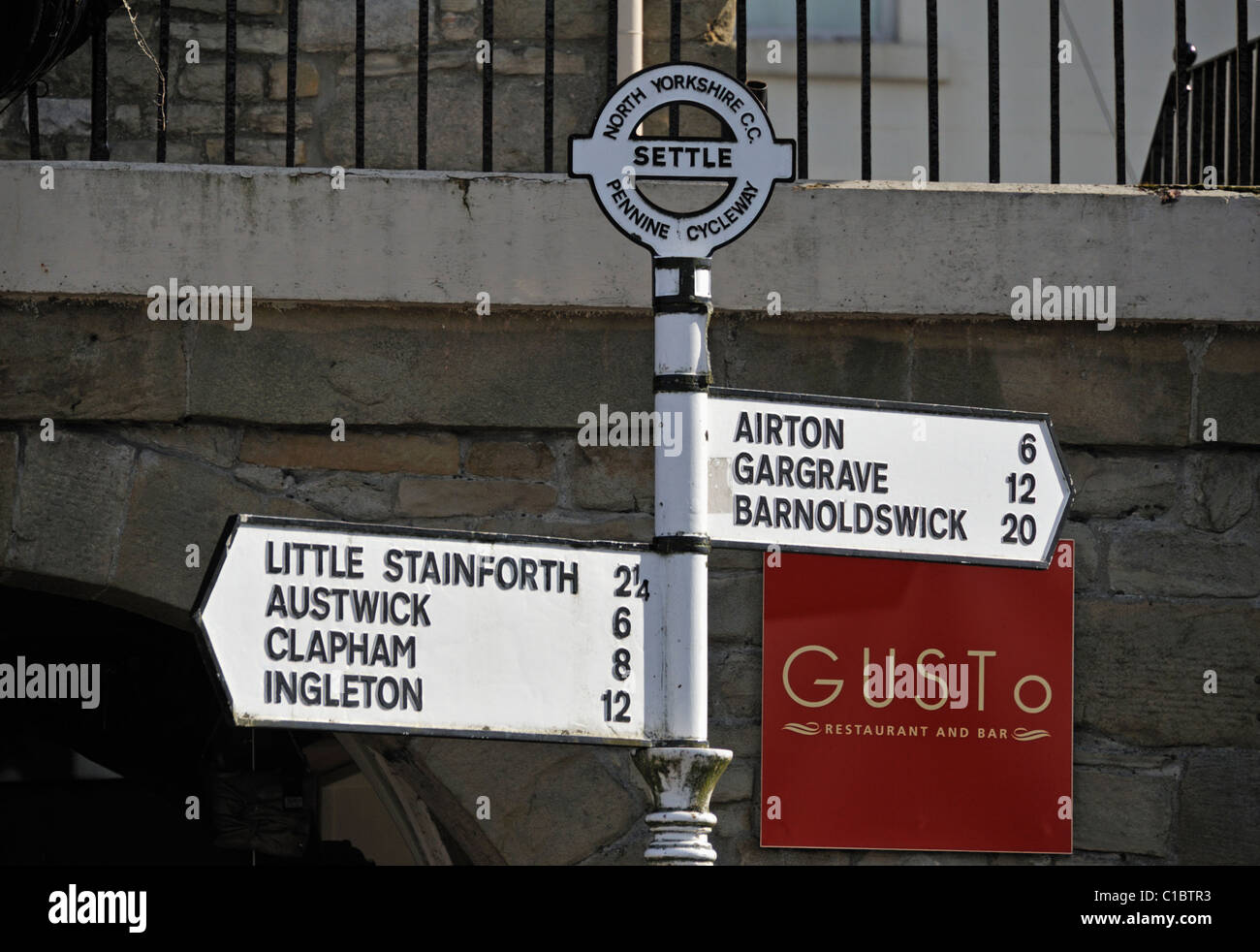 Road sign, Pennine Cycleway. Settle, North Yorkshire, England, United Kingdom, Europe. - Stock Image