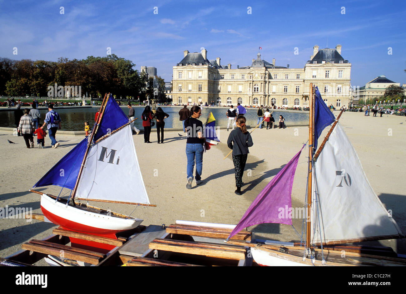 France Paris Jardin Du Luxembourg Small Sailing Boat Toys For