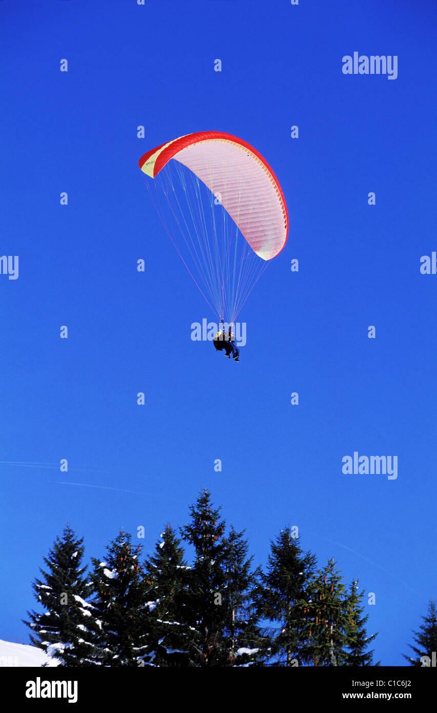 France, Haute Savoie, Portes du Soleil, two seater parasailing above Morzine - Stock Image