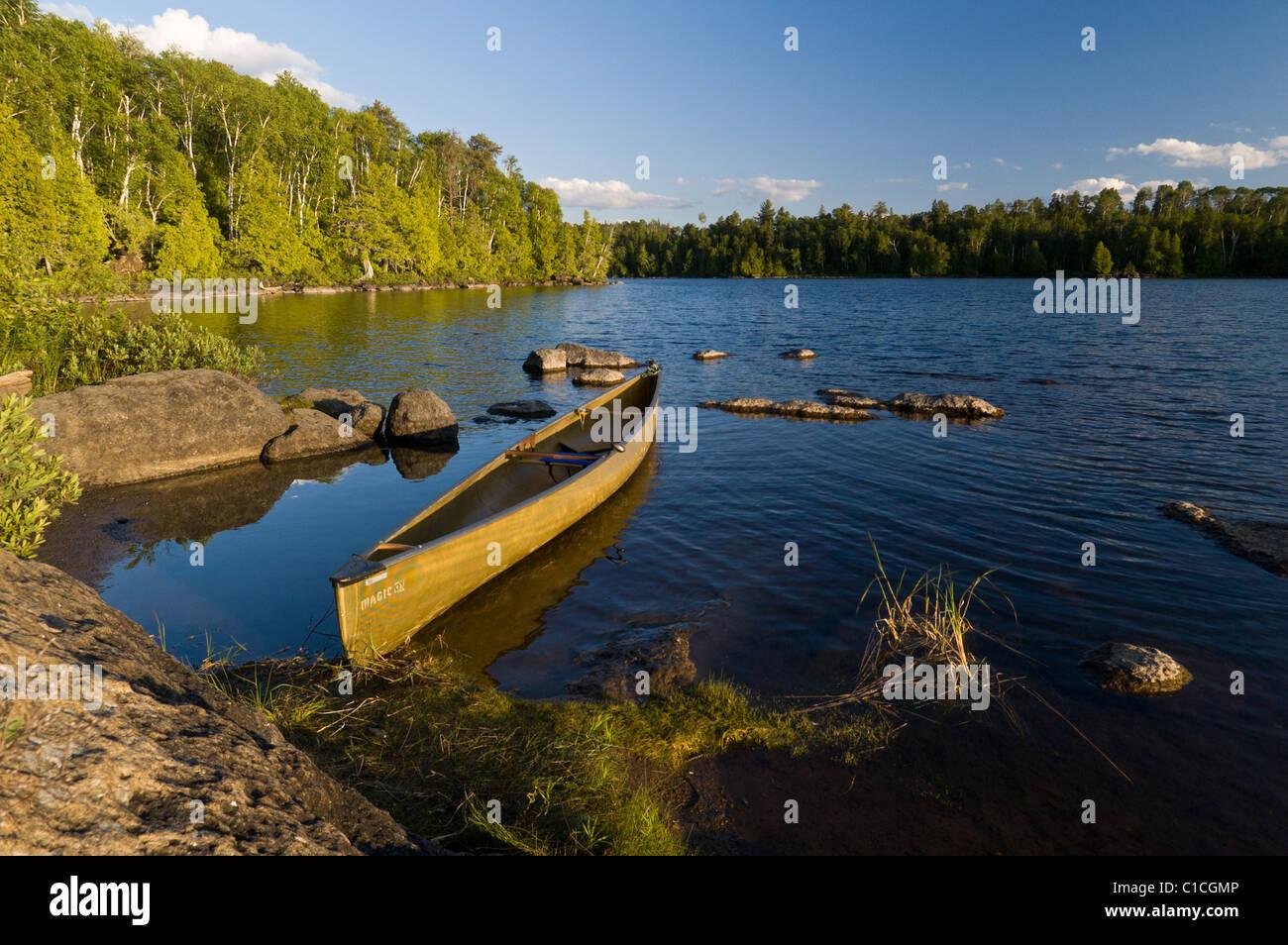Solo Canoe Stock Photos & Solo Canoe Stock Images - Alamy