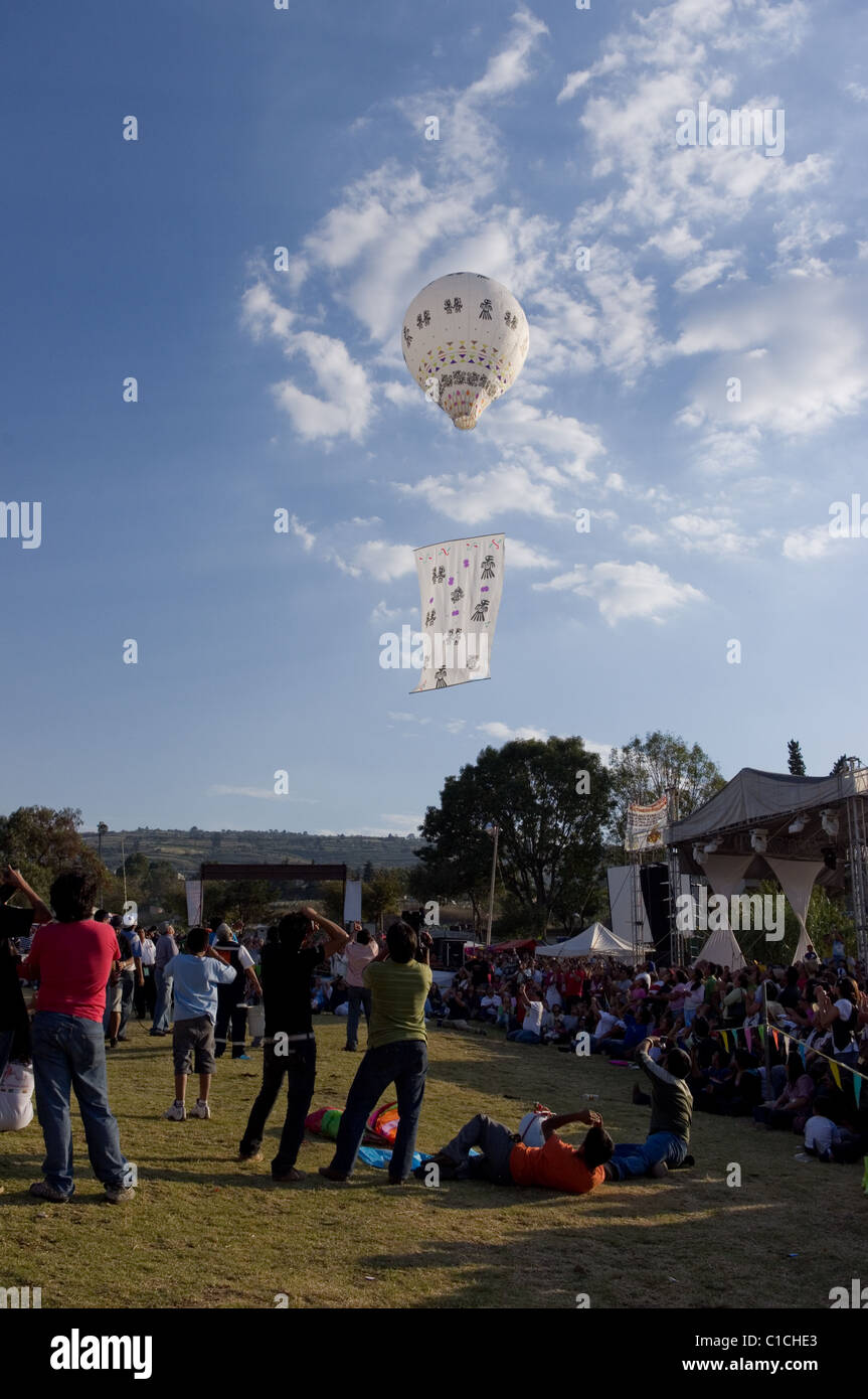 Globo de Cantolla (hot air paper balloon) with tribal art in San Agustin Ohtenco, Mexico - Stock Image