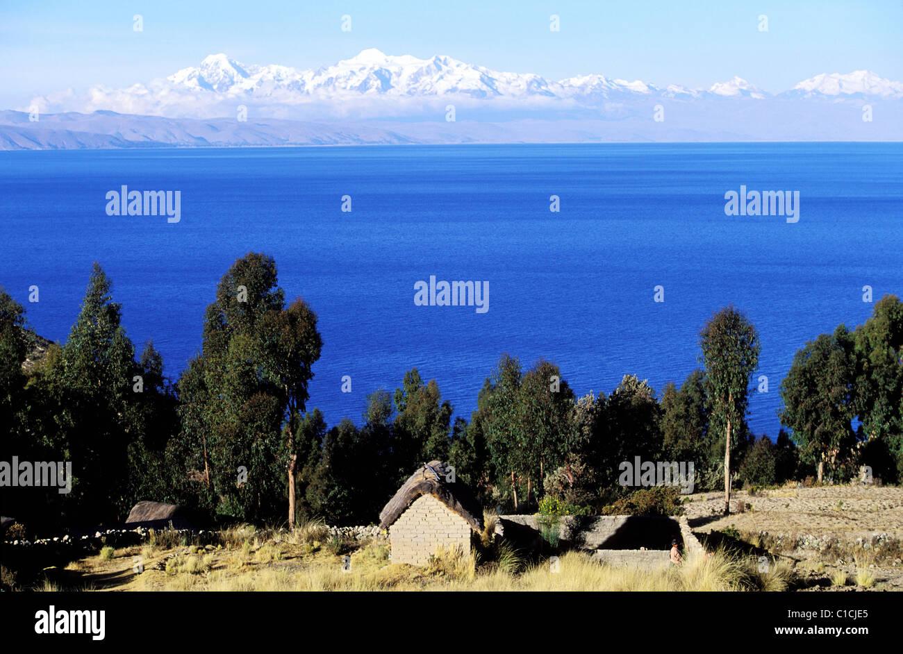 Bolivia, Isla del Sol (Lake Titicaca), seen over the Royal Cordillera - Stock Image