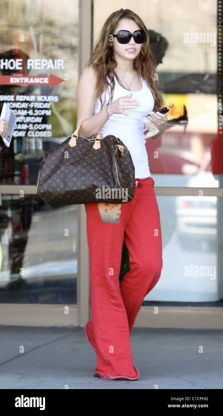 Miley Cyrus stops at the \'Nail Garden\' salon before going for a tan ...